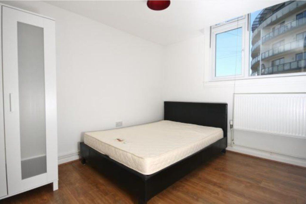 large double bedroom in house share in Wimbledon