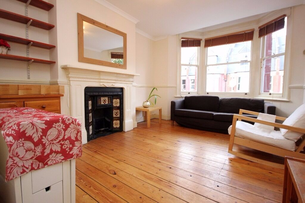 First floor 2 bedroom close to Finsbury Park station available now!