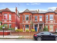 3 bedroom flat to rent Ideal for professional sharers or family Available in March call now