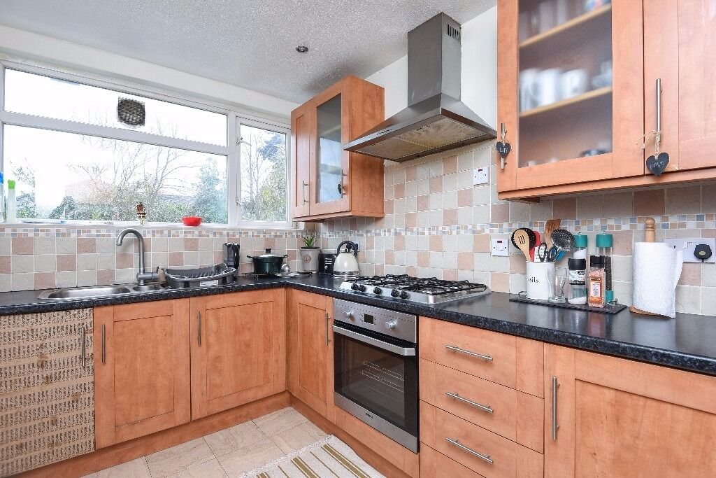 NEW!!*Two double bedrooms *Single/Study room*Large bright reception room*NORMINGTON