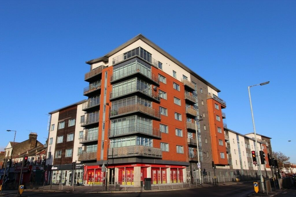 Two Bedroom Flat For Sale On The Roundway With Balcony ...