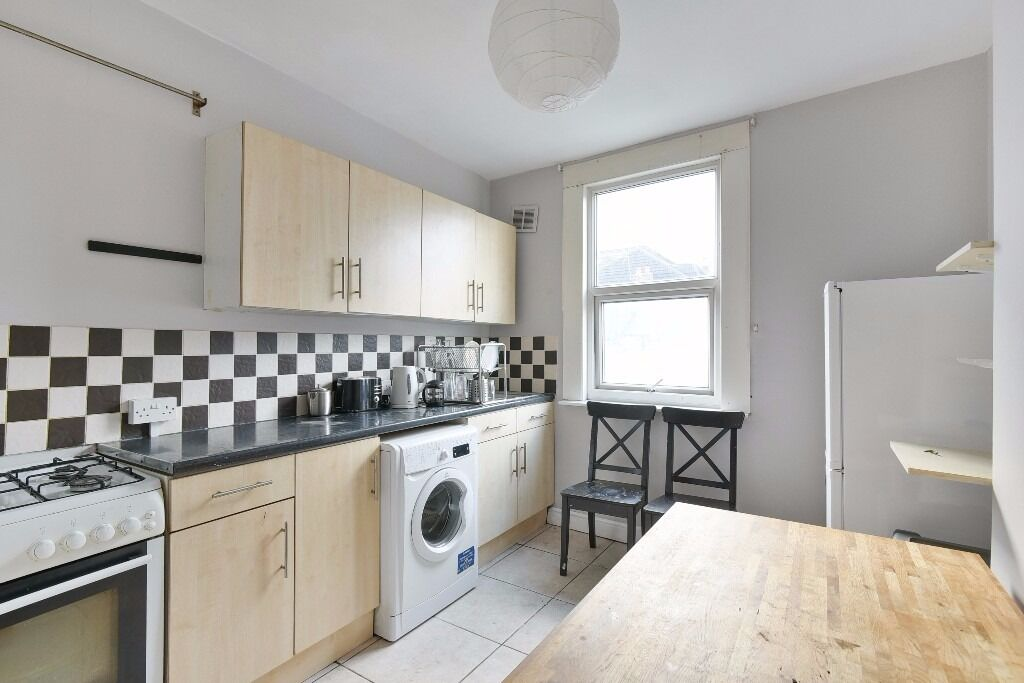 Rosendale Road - Spacious refurbished three double bedroom split level flat to rent .