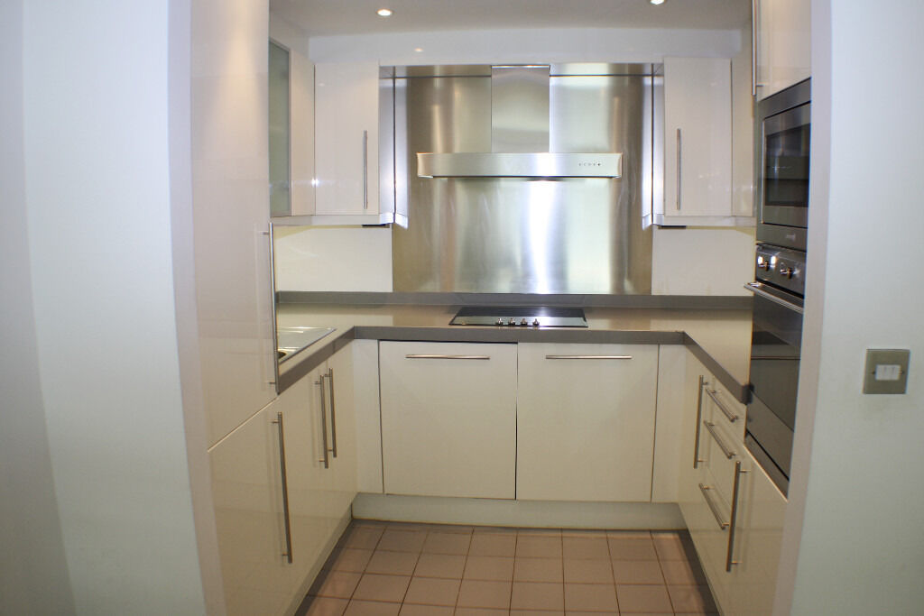 Spacious one bedroom apartment located in a warehouse conversion in The Grainstore,