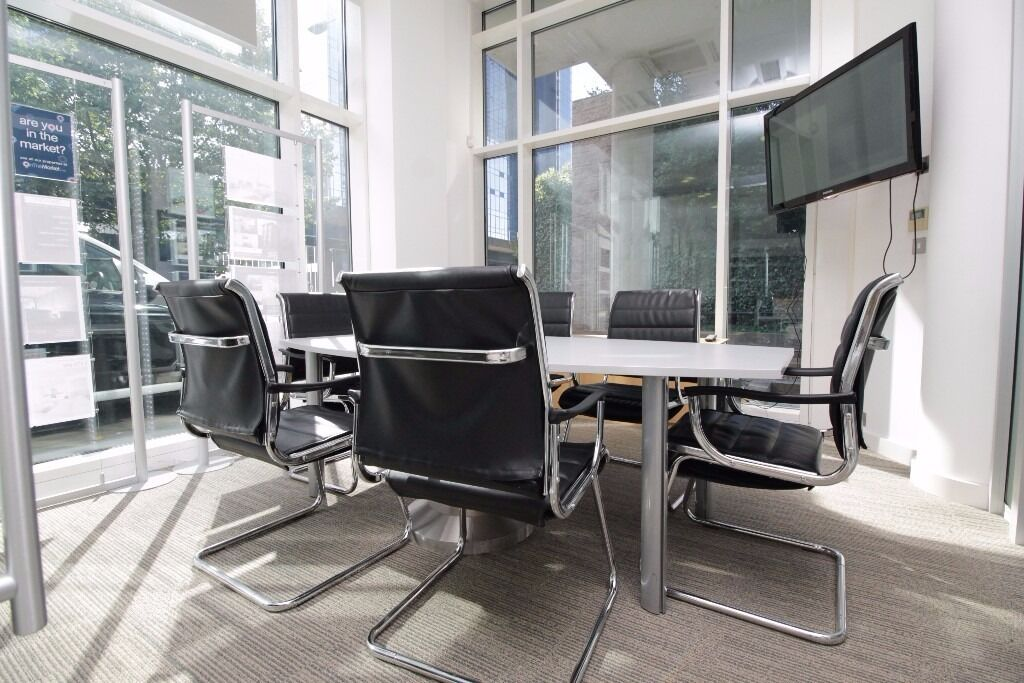 Stunning Office to rent in Canary Wharf***Must see now***Office Space/Desk Space available too