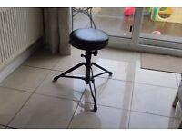 Drummer throne/stool adjustable