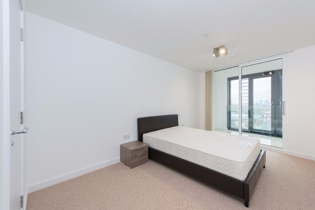 @ Modern Two Bed Two Bath property Seconds From Station - Stratford Centre - Huge internal terrace!