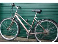 Top Quality, Modern Womens German Hybrid City bike Shimano/Vuelta Wheelset (like Ladies Specialized)