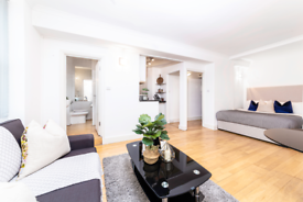 Studio flat in Hill Street, London W1J