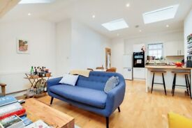 Stunning 2-bedroom flat with communal garden and 2 ensuites to rent located in Balham.