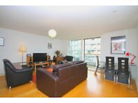 Stunning 3 Double Bed/Two Bath Flat With Balcony On Regents Canal, Close to Haggerston Station