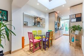 A stunning two bedroom part-furnished garden flat in prime residential road off Peckham Rye Common.
