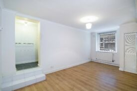 CHARMING SPACIOUS DOUBLE BED TOPFLOOR FLAT TO LET - LOVELY TREELINE STREET N7 AVAIL NOW ONLY £350 PW