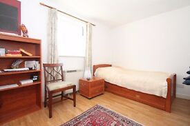 GREAT LOCATION FOR SOUTHGATE TUBE. One double bedroom 2nd floor flat close to Southgate High Road