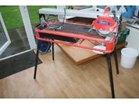 Large Tile cutter. Used a couple of times and been in shed for a while. Excellent working order.