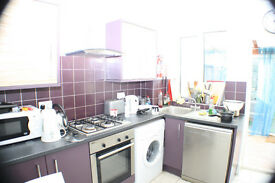 bright, airy and very generous sized five bedroom house ideally located in Canary Wharf