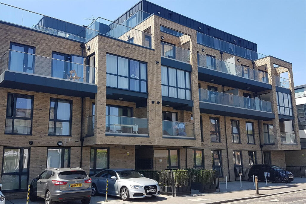 LUXURY TWO BEDROOM APARTMENT AVAILABLE FOR RENT