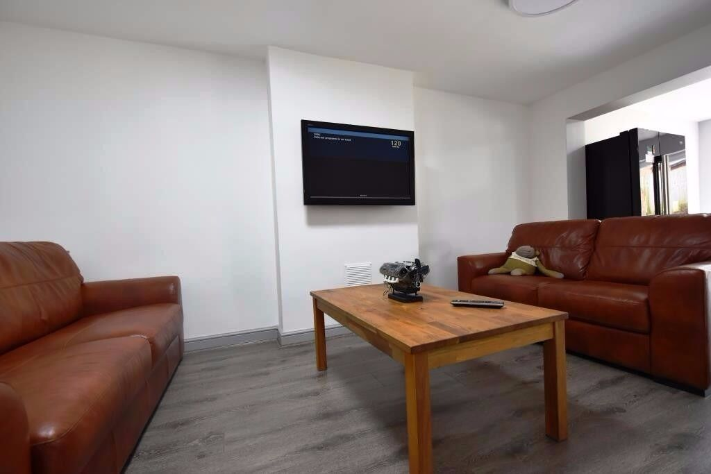 Very Spacious 5 Bedroom Student House on Frederick Road Selly Oak