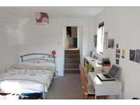 FLEXIBLE SHORT TERM LET - BRIGHT DOUBLE ROOM in BROCKLEY