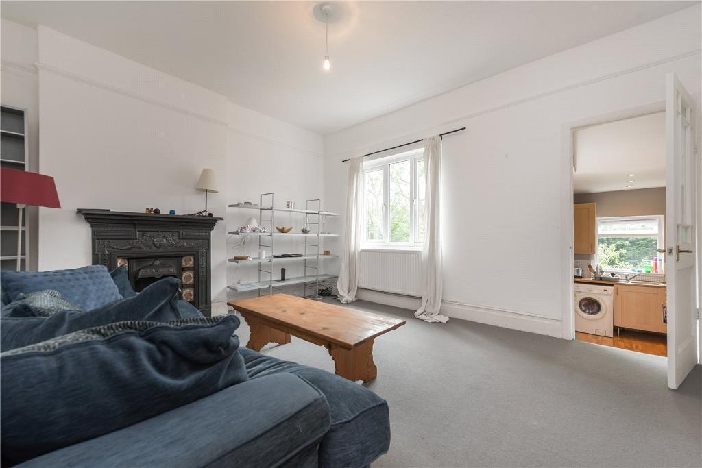 2 bedroom flat in Melrose Avenue, Willesden Green, London, NW2