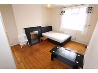 MASSIVE DOUBLE ROOM BETHNAL GREEN COUPLES WELCOME ALL INC E2