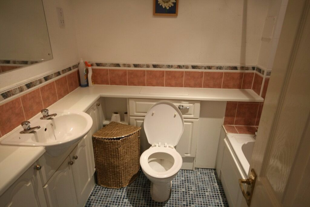 Semi-detached 2 BEDROOM HOUSE - PRIVATE rear GARDEN