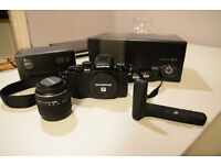 Olympus OM-D E-M10 (Black) with 14-42 Lens and Grip