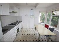 2 bedroom flat in Green Lane, Hendon, NW4