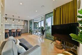 1 bedroom flat in Two Fifty One, Southwark Bridge Road, Elephant & Castle SE1
