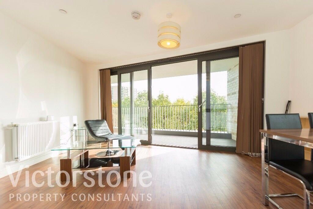 TWO DOUBLE BED FLAT DOCKLANDS AVAILABLE NOW MODERN NEWLY REFURBISHED 380 PW ROYAL VICTORIA CANARY WH