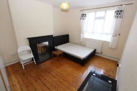MASSIVE DOUBLE ROOM COUPLES WELCOME BETHNAL GREEN ALL INC E2