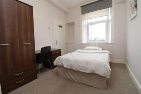 Room sublet until September in 2 person flat, G12 - all bills included