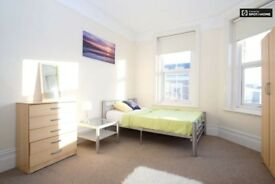 J*/OFFER!!DOUBLE ROOM**ACTON TOWN**LOVELY 4BED FLAT