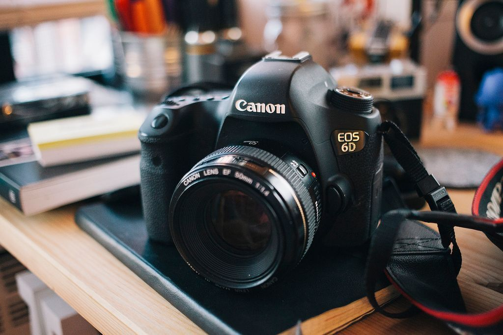 canon 6d full frame camera with canon 50mm 14