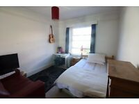 Beautiful light & spacious room in West Hampstead
