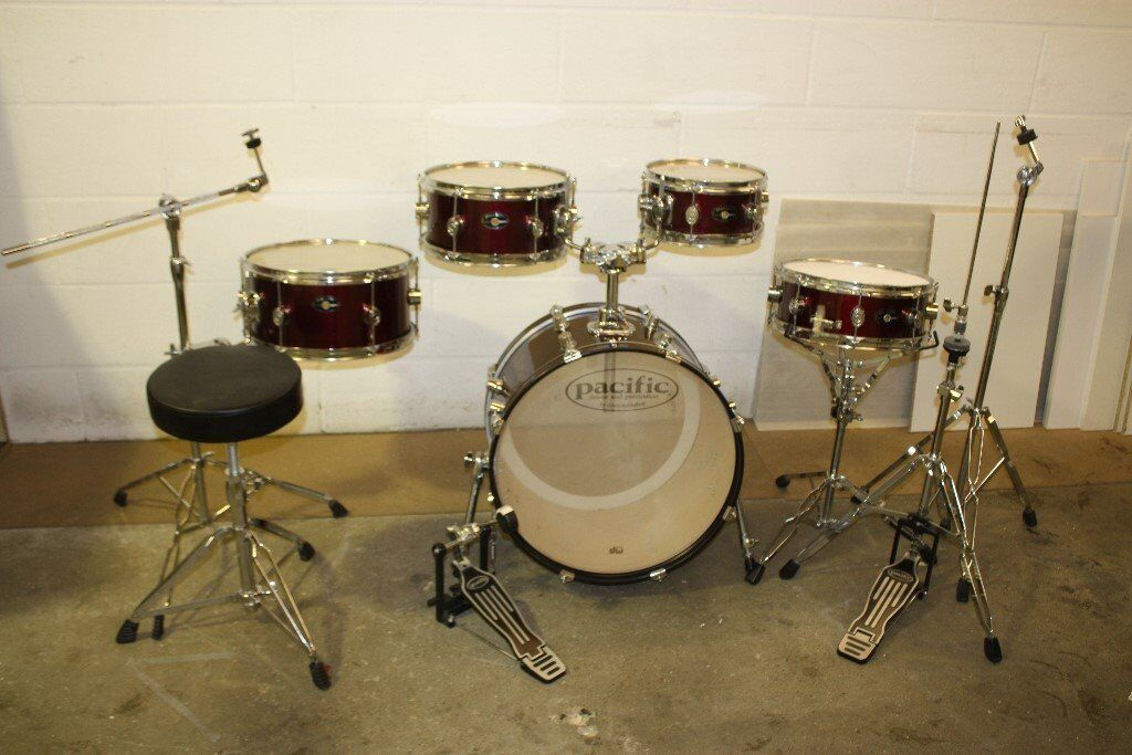 PDP Pacific (DW) Chameleon Wine Red 5 Piece full Drum Kit (20in Bass) + stands + stool + cymbal set