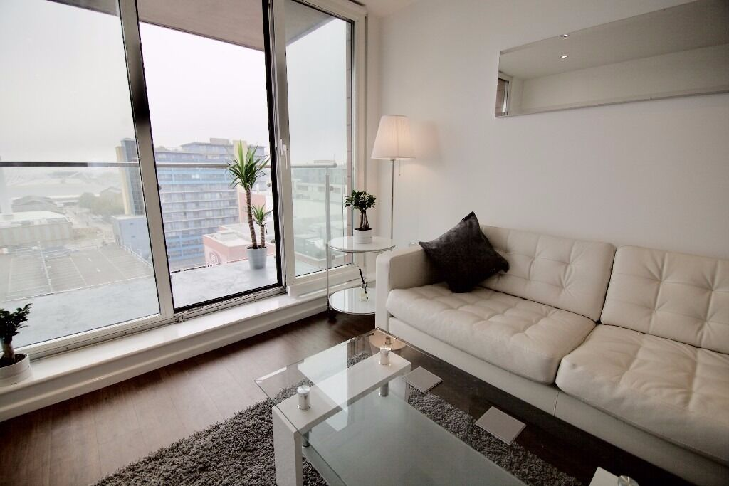 -Large 2bed 2bath property available NOW Perfect location Roayl Docks E16, Ideal for professionals-