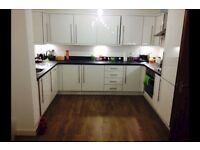 3 bedroom flat in Brentford TW8, NO UPFRONT FEES, RENT OR DEPOSIT!