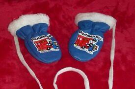 Postman Pat Child's / Children's Mittens / Mitts / Gloves, Very Good Condition, Histon