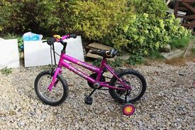 childs bicycle with detachable stabilisers