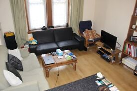 1 bed short let flat - 7 mins to Playhouse. Ground floor, light, spacious and clean, good value.