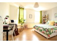 ROMAN ROAD BOW E3 ¦ 2 bed flat ¦ above shop ¦ close to stn ¦ moments from Vic Park