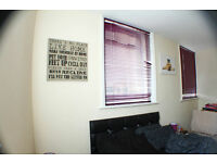 *OK COUPLES AND AWESOME DOUBLE ROOM IN ALDGATE EAST