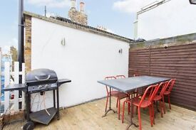 Gorgeous 2 bedroom Apartment situated in Regents Park road with Roof Terrace* A1 Location,A MUST SEE
