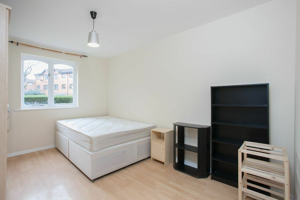 Large modern 1 bed apartment available furnished or part furnished in SE14