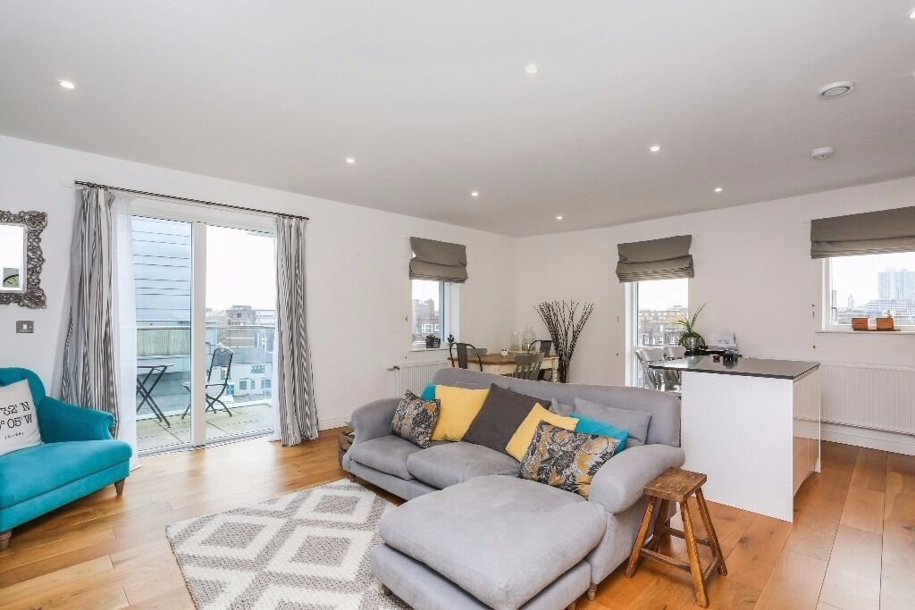 STUNNING 2 beds flat with balcony and canal view in N1 (Old street, Haggerston, Hoxton, Shoreditch)