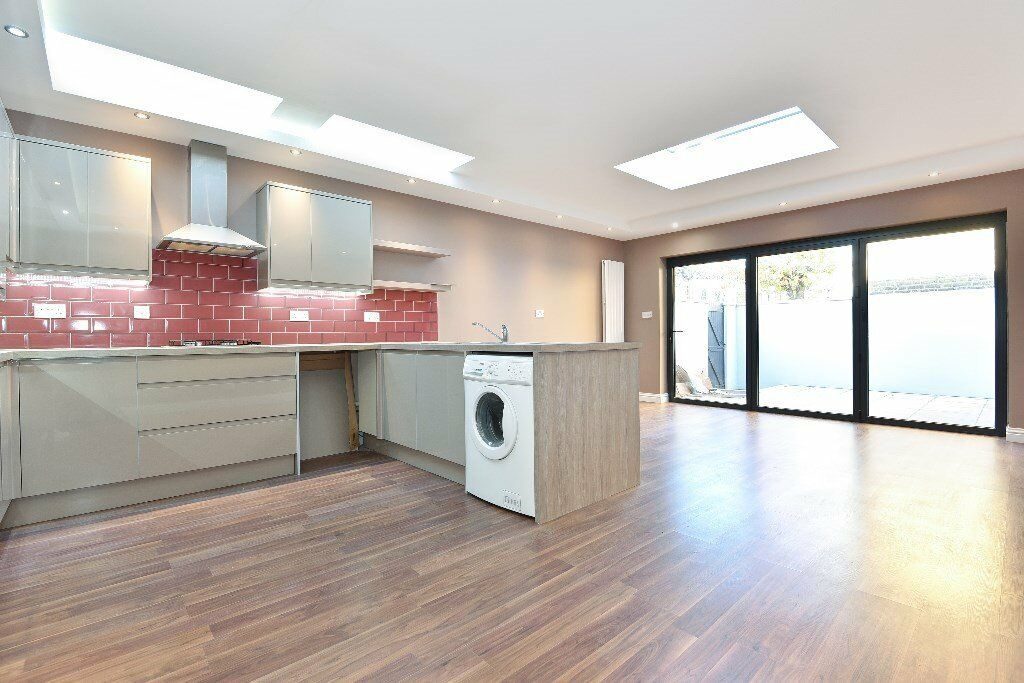 Stunning two double bedroom ground floor period conversion flat available on St Johns Road