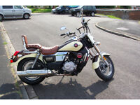 UM Renegade Commando Classic 125cc motorbike in copper/cream