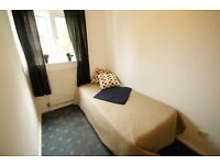 Single Box Room in sharehouse with Living Room, shared Garden and Private Parking, Holloway 5P