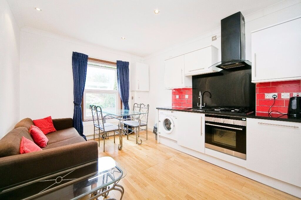 MODERN 3 DOUBLE BEDROOM, 2 BATHROOM APARTMENT LOCATED MOMENTS FROM ARCHWAY UNDERGROUND STATION