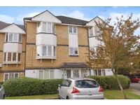 Sheppard Drive - A spacious and well presented two double bed flat to rent